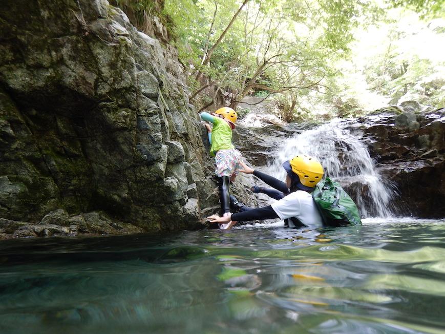 リバートレッキング シャワークライミング キャニオニング 丹沢 山北 神奈川 ガイド 川遊び ツアー